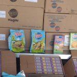 Agentes da Ordem Urbana apreendem alimentos vencidos no Centro de São João de Meriti